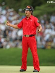 若かれし頃の石川遼と言えば・・・ そう赤。これ着てコース行く勇気はありませんが遼君なら見れます!笑