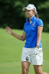 江澤 亜弥選手 ホワイトのショートパンツにブルーのトップス